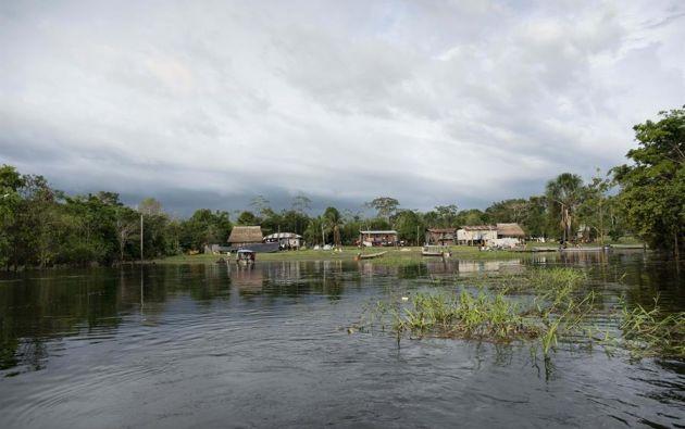 La contaminación a lo largo de cientos de kilómetros del río Coca tiene consecuencias ambientales incalculables. Foto: EFE
