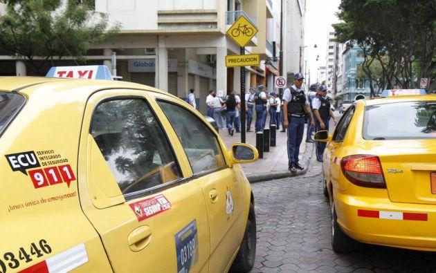 """""""Trabajan en los exteriores de los hospitales, centros comerciales, comisariatos e interactuaban diariamente con cientos de personas"""", denuncia George Mera, presidente de la Unión de Taxistas de la Provincia del Guayas."""