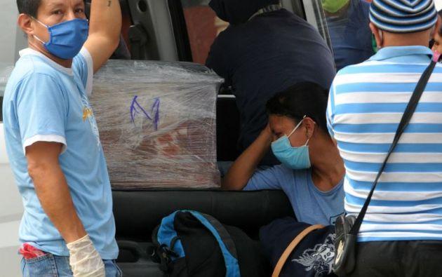 En Ecuador, la ministra de Gobierno, María Paula Romo, adelantó que el país se prepara para pasar a una fase de distanciamiento menos restrictiva a partir del 4 de mayo.