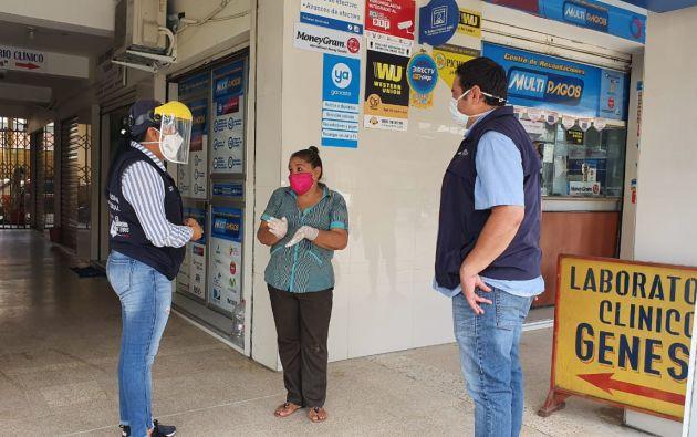 En los puntos autorizados de Huaquillas, El Oro, se realizaron inspecciones para evitar las aglomeraciones de quienes se acerquen a cobrar los bonos de protección familiar.