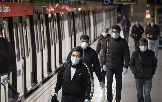 Más de 50 países exigen ahora a sus ciudadanos que se cubran parte del rostro cuando salen de casa, sobre todo en el transporte público y en los comercios.