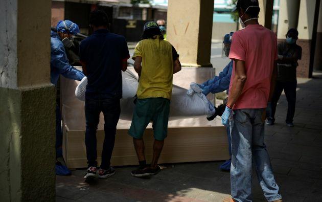 Entre el 1 y el 29 de abril se inscribieron 10.065 defunciones en Guayas. Foto: Reuters