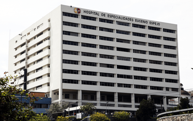 El exgerente del Hospital Eugenio Espejo de Quito, Pablo Izquierdo Pinos, denunció supuesta corrupción y poco interés de las autoridades en la salud pública.