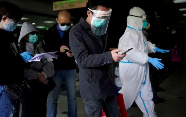 Hasta la fecha se ha realizado seguimiento médico a 735.240 contactos cercanos con infectados.| REUTERS
