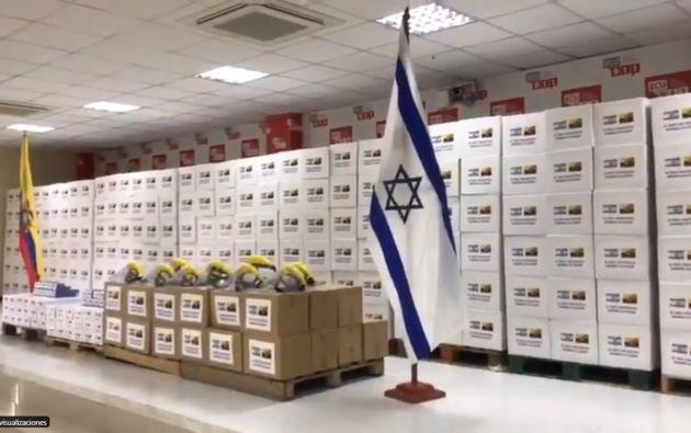 La entrega del material tuvo lugar en la sede del ECU911 en Quito, en una breve ceremonia encabezada por la ministra de Gobierno, María Paula Romo, el director general del Servicio Integrado de Emergencia, Juan Zapata, y el embajador israelí Zeev Harel.