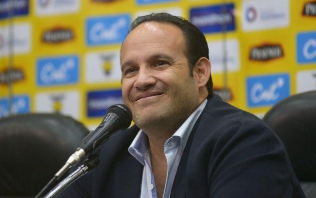 A pesar de que en un Congreso Extraordinario, clubes y asociaciones respaldaron la decisión de nombrar a Jaime Estrada como presidente de la FEF, la FIFA y la Conmebol reconocen a Francisco Egas como el presidente del máximo organismo del fútbol ecuatoriano.