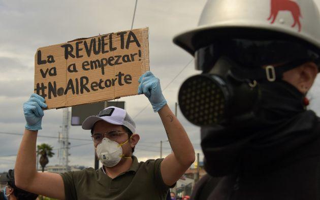 """""""Si no hay educación, no hay salud"""" y """"el encierro no nos calla"""", rezaban algunos de los carteles. Foto: AFP"""