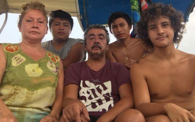 La familia ha estado 50 días atrapada en su velero frente a la sal de Roatán, en Honduras. Foto:BBC