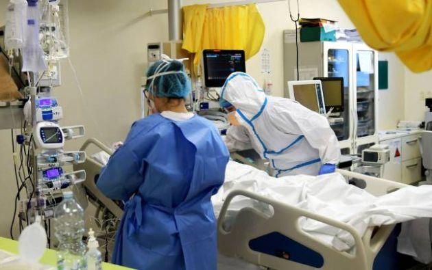 Durante 3 días, Juliet estuvo conectada a un ventilador artificial con hemorragia pulmonar, lesión renal y hepática aguda, y pancreatitis. Luego de 10 días en la unidad de cuidados intensivos se recuperó