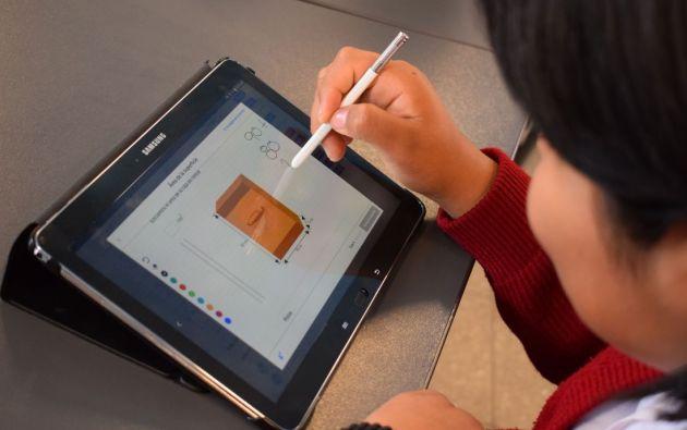 """El requisito fundamental es que las unidades educativas estén preparadas para impartir la enseñanza en modalidad virtual, implementando el modelo pedagógico nacional establecido por el Ministerio """"Plan educativo: aprendemos juntos en casa""""."""