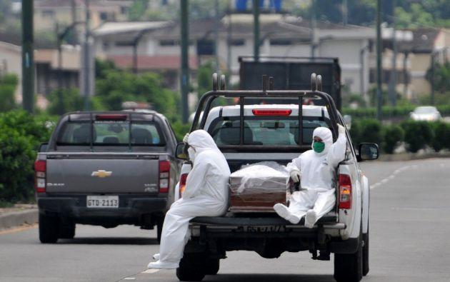"""410 casos que se encontraban en el apartado de """"fallecidos probables"""" fueron confirmados con Covid-19. Foto: AFP."""