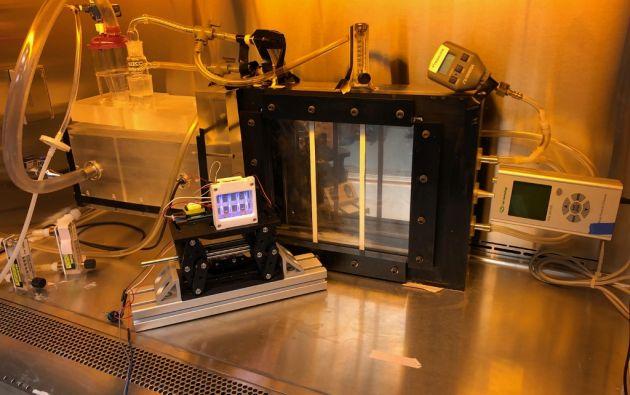 """El equipo del Centro para la Investigación Radiológica de Columbia trabaja desde hace años sobre diferentes ultravioletas, denominados """"lejanos"""" (su frecuencia es de 222 nanómetros), para demostrar que son eficaces para matar virus, sin riesgo para la salud. Foto: AFP."""
