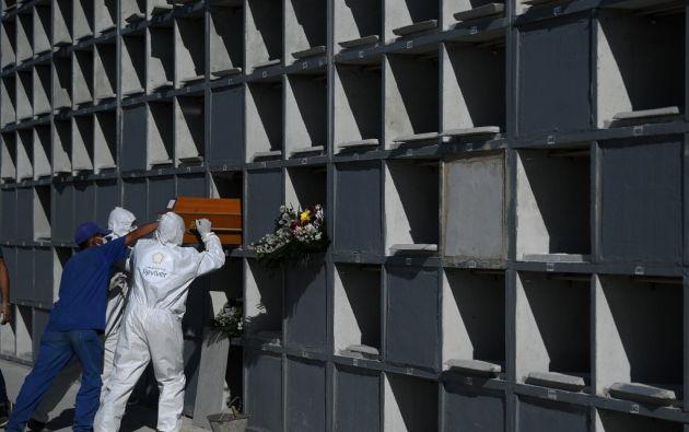 Por ejemplo, el número de muertos se duplicó en París o en la provincia del Guayas, en Ecuador. Foto: AFP