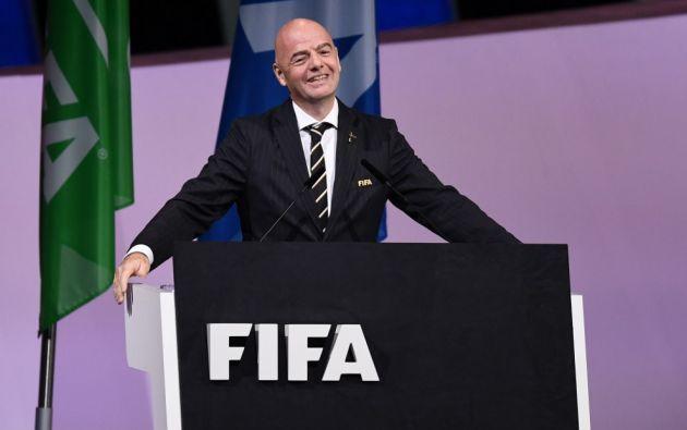 """El presidente de la FIFA, Gianni Infantino, reconoció que ellos tienen """"la responsabilidad de mostrar solidaridad y seguir haciendo todo lo posible por participar en las actividades de lucha contra la pandemia y apoyarlas""""."""