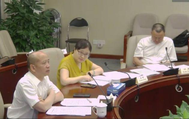 El doctor Liu Lei (izquierda) y la doctora Yuan Jing (derecha) expusieron sus consejos de forma virtual desde el Shenzhen, en la provincia de Cantón, en China.