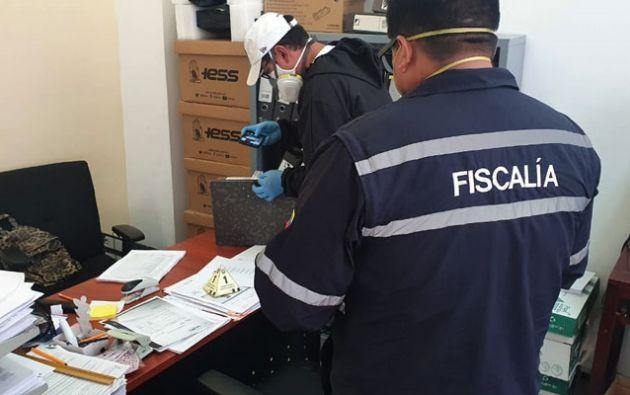 Las oficinas del Hospital General del IESS en Ibarra, Imbabura, fueron allanadas dentro de una investigación previa por el presunto sobreprecio en la compra de fundas para cadáveres.