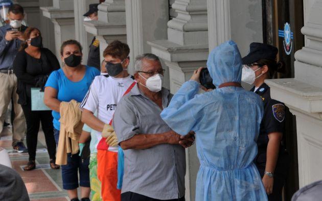 Ante un posible rebrote de casos de coronavirus en Guayaquil, la alcaldesa Cynthia Viteri indicó que existen 42 puntos de salud disponibles para afrontarlos, entre clínicas, hospitales móviles y dos grandes centros.