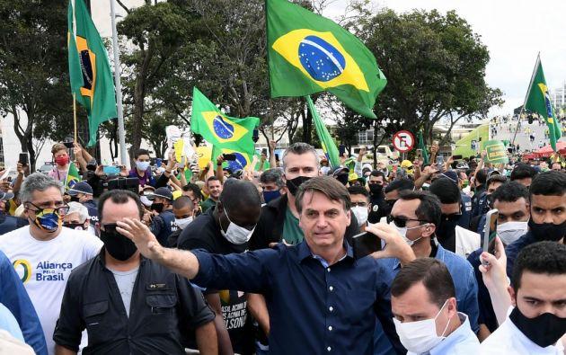 """El presidente de Brasil, Jair Bolsonaro, le resta importancia a la pandemia, la llama de """"gripita"""". Foto: AFP"""