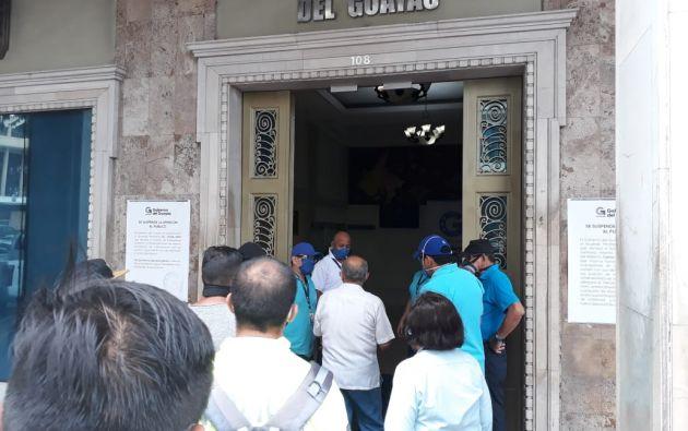 La Fiscalía Provincial del Guayas allanó las instalaciones de la Prefectura del Guayas para analizar los contratos relacionados a las compras de insumos médicos en medio de la emergencia sanitaria.