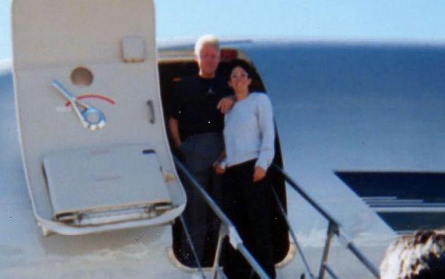 En esta fotogría aparecen el exprediente de EEUU y Ghislaine Maxwell en el jet privado de Epstein.