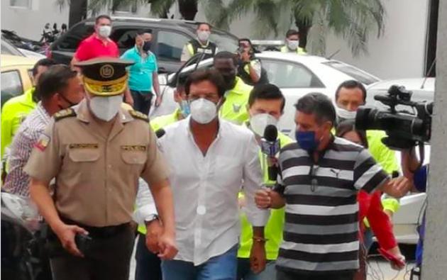 El prefecto del Guayas fue detenido y sus hijastros y esposa tienen boleta de captura.