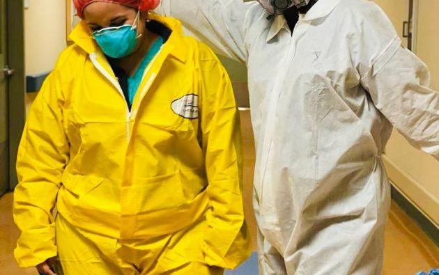 María del Mar Lucio Paredes (traje amarillo) enfrentó los meses más duros de la emergencia sanitaria en el epicentro de la pandemia en América: Nueva York.