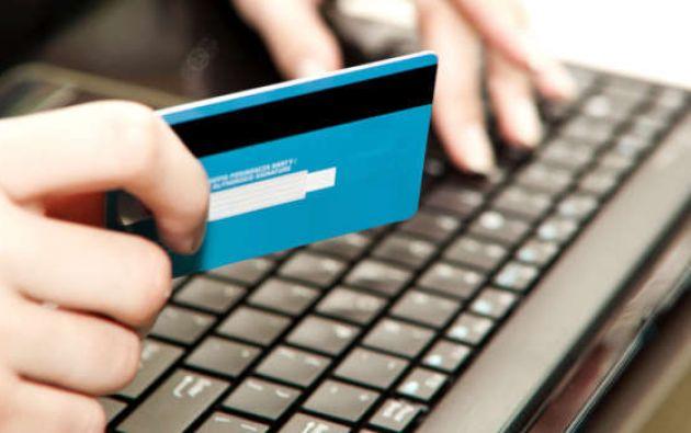 La medida se adoptó para ayudar a los clientes del sistema financiero a cumplir con sus obligaciones crediticias pendientes .