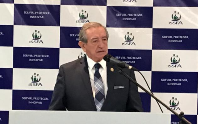 Desde hoy ya se puede cobrar las pensiones adeudadas a los afiliados aseguró el ministro de Defensa, Oswaldo Jarrín en rueda de prensa.