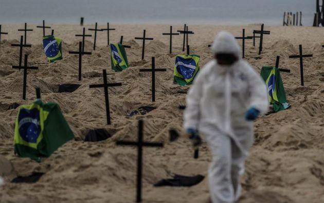 El gigante sudamericano, de 212 millones de habitantes, registró 40.919 fallecidos, entre ellos 1.239 en las últimas 24 horas, y 802.828 contagios. Foto: EFE