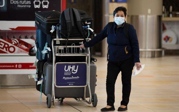 Los viajeros deberán dar cuenta de su estado de salud en los controles de seguridad de los aeropuertos. Foto: AFP