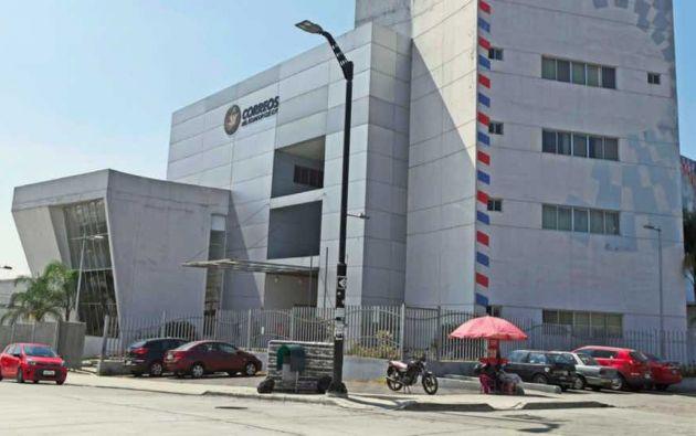 El edificio en Guayaquil costó de 4,7 millones de dólares y fue financiado por el Presupuesto General del Estado, sin inversión de Correos del Ecuador.