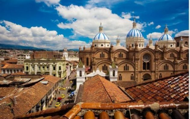El monto donado se destinará a la construcción de un hospital con centros especializados de diagnóstico en Cuenca.