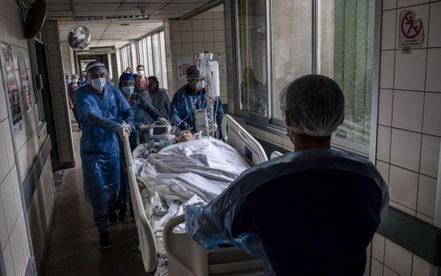 El ritmo de propagación de la pandemia sigue siendo vertiginoso, con un millón de nuevos casos reportados en solo seis días. Foto: AFP