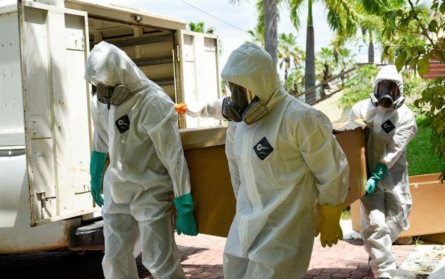 De acuerdo al parte diario que ofrece el Ministerio de Salud Pública, a los decesos oficiales se suman 3.059 probables. Foto: EFE