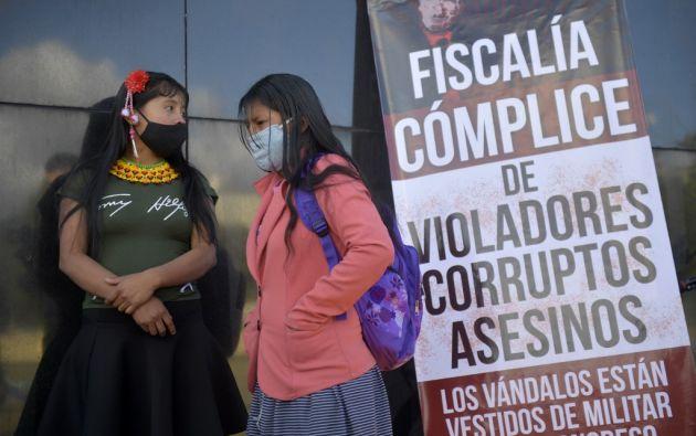 Mujeres indígenas protestan luego de que 7 soldados colombianos aceptaron los cargos por violación contra una niña de su comunidad. Foto: AFP.
