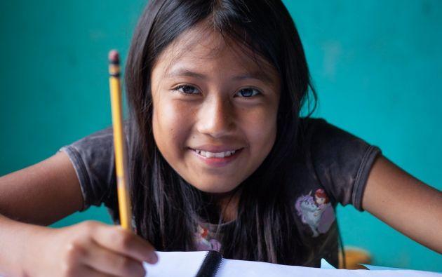Raiza es una niña de 11 años, que vive en la comunidad kichwa de Pandayaku, que estudió gracias a la visita semanal de su profesora. Fotos: Unicef.
