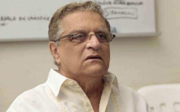 Alfredo Adum Ziade fue prefecto de la provincia del Guayas por el PRE, partido de su amigo cercano Abdalá Bucaram. Se lo investiga debido a que en una de sus avionetas intentó fugarse Daniel Salcedo, sospechoso por compras en hospitales públicos.