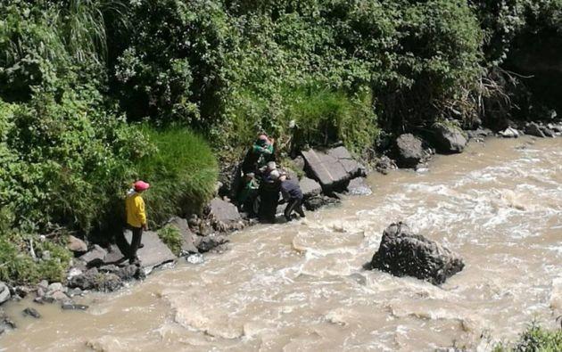 El río Machángara, en el Distrito Metropolitano de Quito, se ha visto afectado por las aguas residuales que lo contaminan. Esto puede ser riesgoso por el contacto directo o mediante los animales que beben de su afluente.