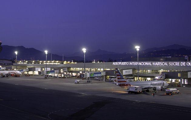 Desde el 1 de agosto, el COE autorizará la operación de las aerolíneas hasta con el 50 % de las frecuencias que operaban antes de la emergencia. Foto: @AeropuertoUIO