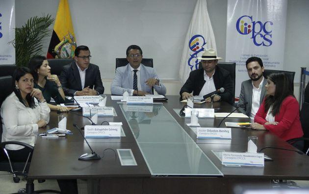 """Consejeras critican al presidente de la entidad, Christian Cruz, por supuesta """"crisis de probidad""""."""