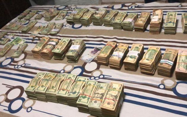 Agentes policiales encontraron una gran cantidad de dinero (250.000 dólares en efectivo) y algunos elementos vinculantes.