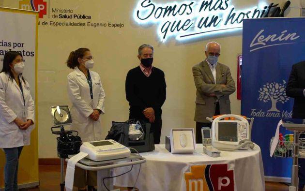 La entrega de los equipos médicos se realizó este lunes en el Hospital Eugenio Espejo de Quito.