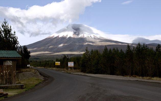 El parque está situado unos 60 kilómetros al sur de Quito, donde se erige el volcán Cotopaxi, de 5.897 metros de altitud.