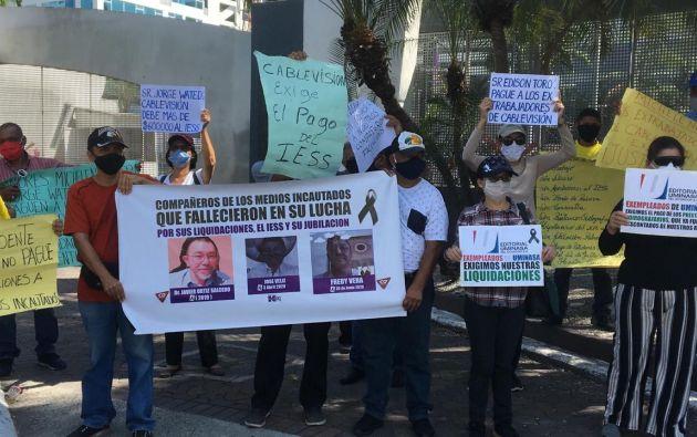 Esta mañana los extrabajadores de los medios incautados realizaron dos plantones en Quito y Guayaquil.