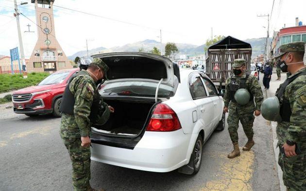 En Quito se han reforzado los controles, incluso con la intervención de la Policía y el Ejército, para evitar aglomeraciones. Foto: EFE