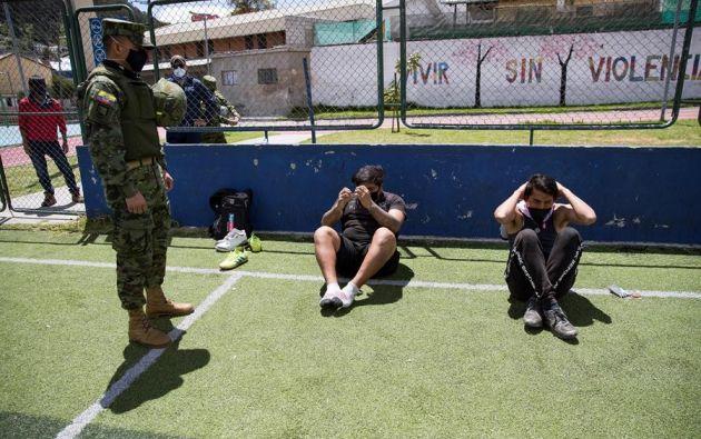 Se han reforzado los controles, incluso con la intervención de la Policía y el Ejército, para evitar aglomeraciones. Foto: EFE