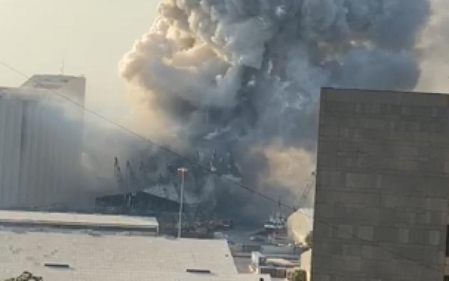 La explosión que generó una enorme onda expansiva, se pudo sentir en toda la capital libanesa. Foto: captura de video.