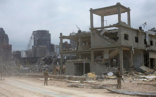 La onda expansiva de explosión destruyó decenas de casas y edificios en el puerto de Beirut. Foto: EFE.