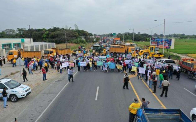 La manifestación fue liderada por varios alcaldes de la provincia del Guayas y duró cerca de 2 horas.