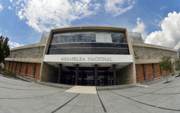 La asambleísta interpelante, Amapola Naranjo, analiza si en el mismo proceso de destitución se pueden incluir a los otros dos parlamentarios.